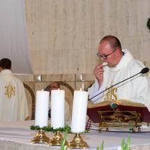 04920180525-ks. Jacek wraz z kolegami dziękuje za Dar Kapłaństwa