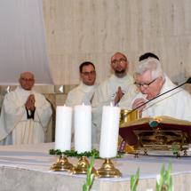 04120180525-ks. Jacek wraz z kolegami dziękuje za Dar Kapłaństwa